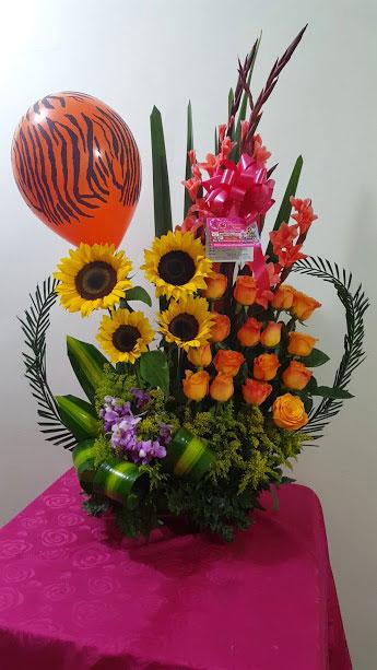 Arreglo Floral Con Rosas Amarillas Gladiolos Tarjeta Con